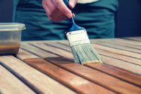 Как правильно освежить покраску и защиту антисептиком в доме из сруба