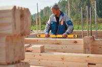 Как подобрать качественный брус для строительства дома из дерева